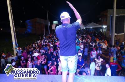 Primeira noite de Carnaval reúne milhares de pessoas em Corrente