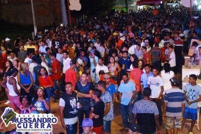 Terceiro dia de carnaval leva foliões á Avenida Central em Corrente