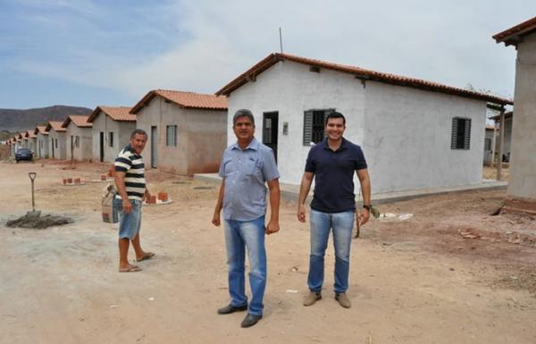 Retomada obras de 50 unidades habitacionais abandonadas há 3 anos em Corrente