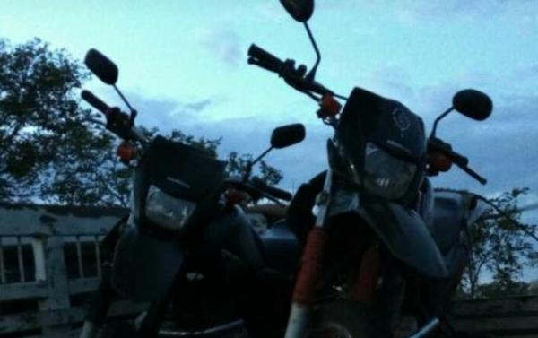 PM prende dupla e recupera duas motos roubadas em Corrente