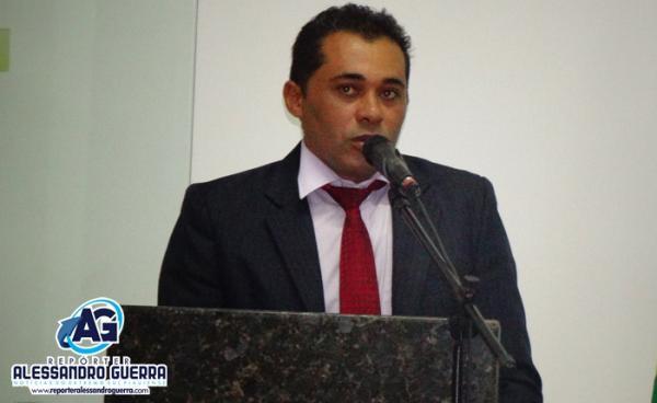 Vereador denuncia paralisação do transporte escolar estadual em Corrente por falta de pagamento
