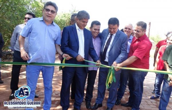 Governador Wellington Dias inaugura calçamento da Rua Beira Rio em Corrente