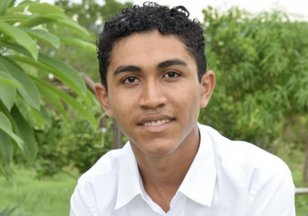 Correntino de 17 anos tem poesia classificada em concurso nacional