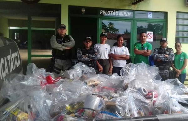 PM realiza ação solidária com distribuição de cestas básicas e brinquedos em Corrente