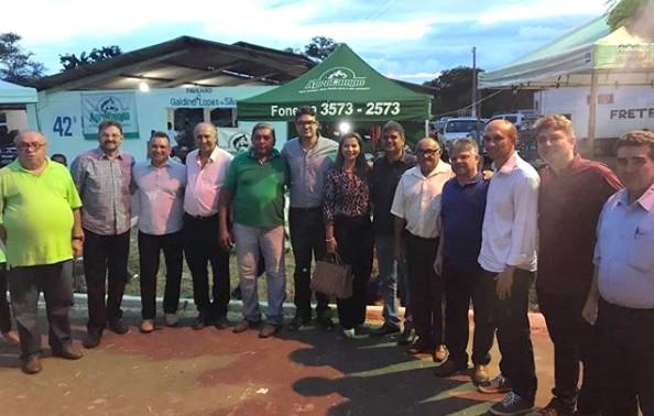 Pré-candidato ao governo do Piauí Luciano Nunes visita Corrente