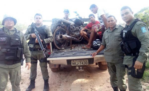 PM prende trio suspeito de assalto a posto de combustível no município de Monte Alegre