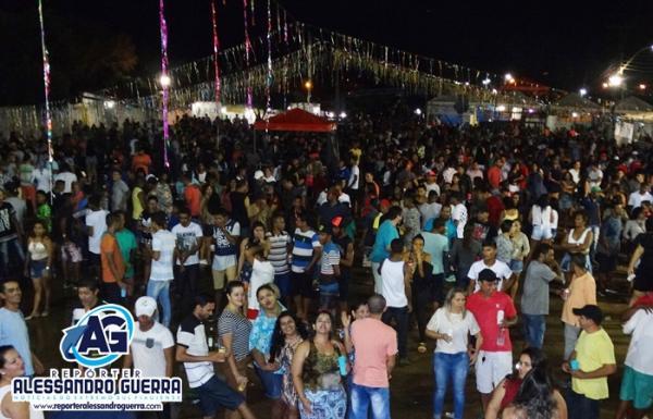 Público marca presença no segundo dia de carnaval em Corrente