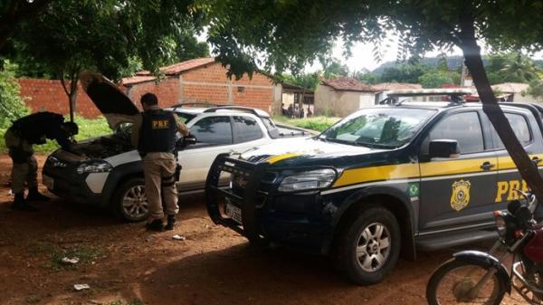 PRF recupera veículo com restrição de roubo em Parnaguá