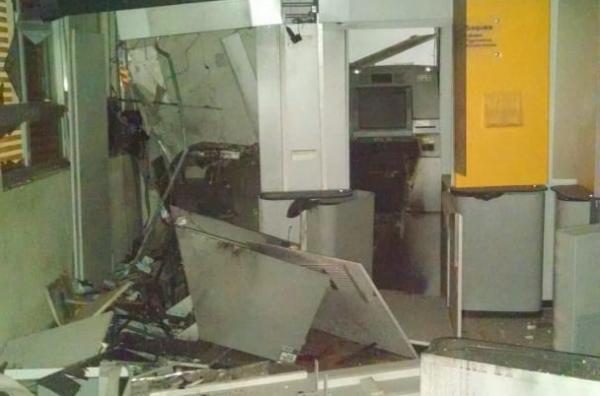 Bandidos explodem agência bancária da cidade de Gilbués neste domingo (08)