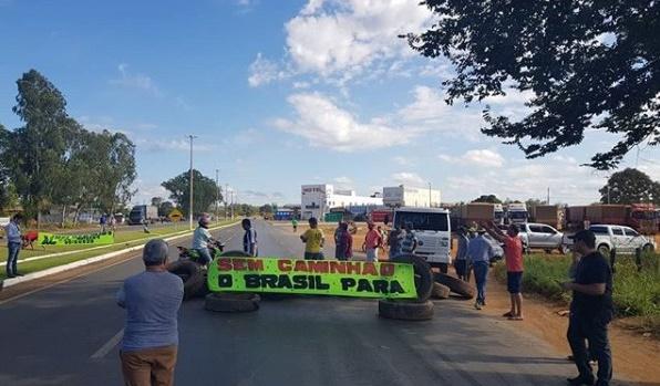 Produtores protestam contra alta do preço do diesel em Formosa do Rio Preto- BA