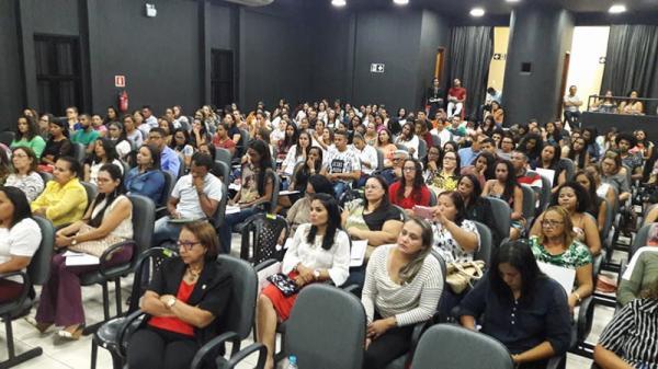 Seminário Regional de Educação aborda BNCC com palestrante do Conselho Nacional de Educação