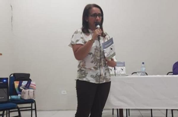 Professora Raimunda Ribeiro lança novo livro em Corrente