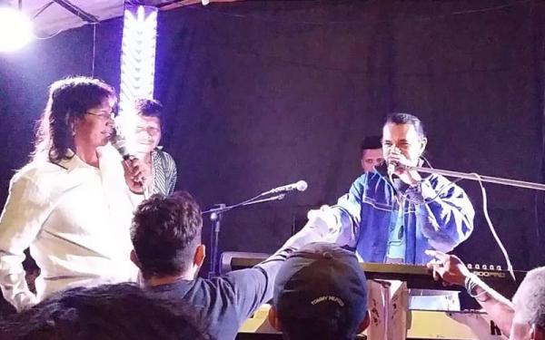Cantor Correntino Frank Rodrigues realiza show em aldeia indígena