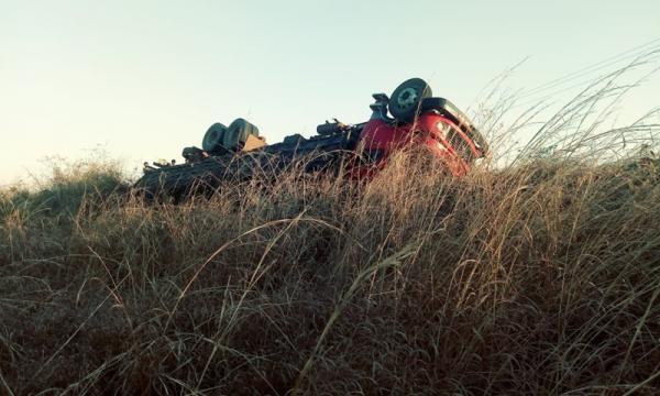 Caminhão boiadeiro tomba na PI- 255, próximo a cidade de Corrente