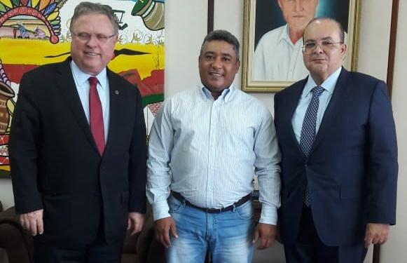 Prefeito Onélio visita Ministérios em busca de recursos para Sebastião Barros