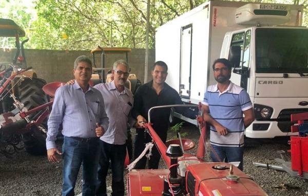 Corrente recebe caminhão frigorífico e veículos agrícolas