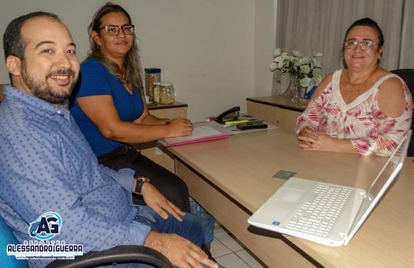 Diretor do Hospital João Pacheco Cavalcante se reúne com  a Secretária de saúde de Corrente