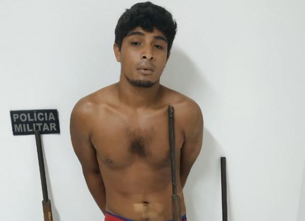 Homem é preso por porte ilegal de arma após denúncia de ameaça em Monte Alegre