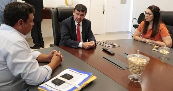 Prefeito de Cristalândia vai ao governo do estado cobrar obras para o município