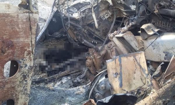Corpo é achado carbonizado após carretas explodirem na BR- 135