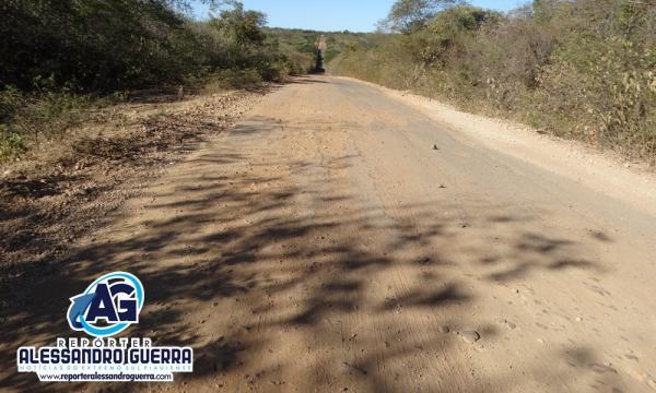 Justiça determina retomada das obras na PI- 255 que liga Curimatá a Avelino Lopes