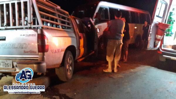 Acidente com micro-ônibus e caminhonete deixa estudantes feridos em Corrente