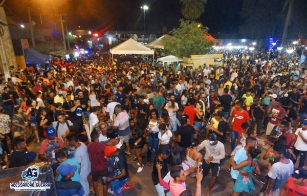 Multidão se diverte na festa dos 146 anos de Corrente
