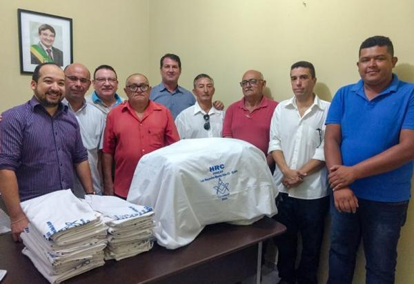 Hospital de Corrente recebe doação de lençóis da loja Maçônica Monte Sião