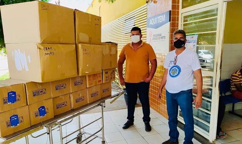Prefeito Murilo faz doação de insumos de prevenção ao coronavírus para o Hospital de Corrente