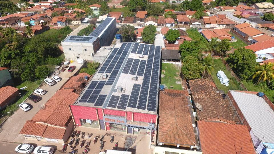 Rocha Supermercado implanta sistema de energia solar