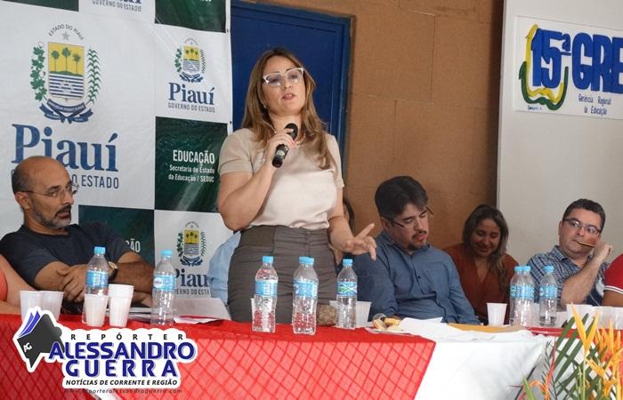 Seduc Itinerante realiza encontro de trabalho no município de Corrente