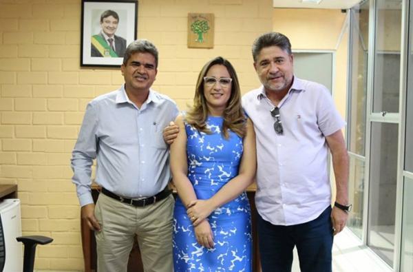 Murilo e João Mádson são recebidos pela secretária de Educação do Piauí, Rejane Dias