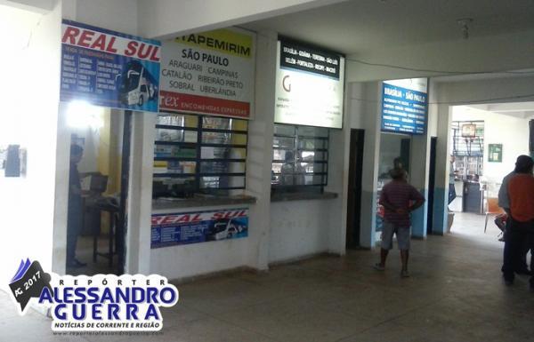 Ladrões arrombam agências de ônibus e levam cofre com R$ 6.200,00