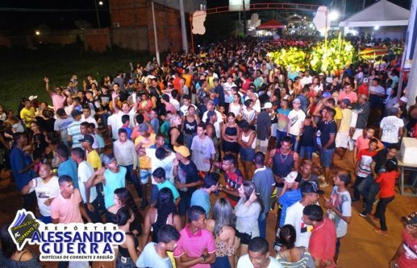 Multidão toma conta da Avenida Central no penúltimo dia de carnaval em Corrente