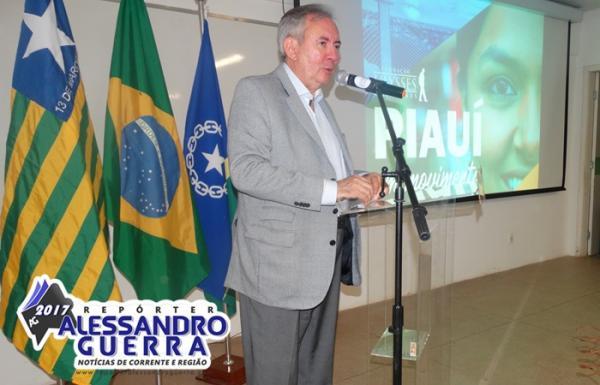 Ex- ministro João Henrique Sousa proferiu palestra em Corrente e foi recebido sob protestos