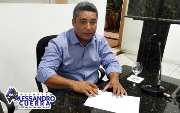 Prefeito de Sebastião Barros assina ordem de serviço de reinicio das obras da Barragem de Atalaia