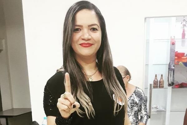 Sandra Marilia é reeleita pela terceira vez presidente do SINTE Regional Corrente