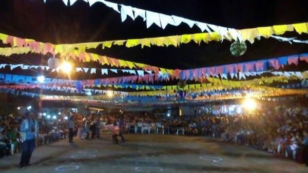 Prefeitura realiza festa junina em praça pública na cidade de Cristalândia do Piauí