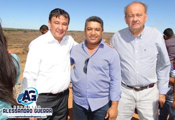 Prefeito Onélio acompanhou a visita do Governador Wellington Dias a barragem de Ataláia