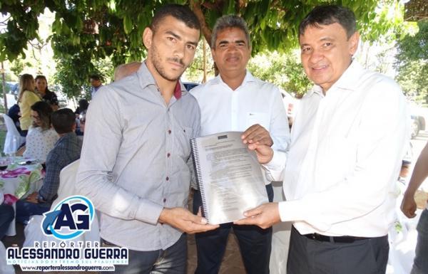 Movimento SOS BR 135 entrega petição popular ao Governador Wellington Dias