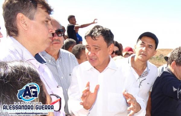 Na barragem de Ataláia Governador se estressa com o diretor do IDEPI