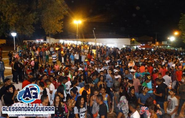 Penúltima noite dos festejos de Cristalândia do Piauí foi agitação total