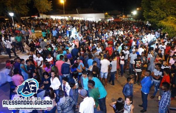 Último dia de festejos atrai multidão em Praça Pública em Cristalândia do Piauí