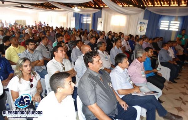 2º Encontro de Prefeitos reuniu gestores de vários municípios em Avelino Lopes