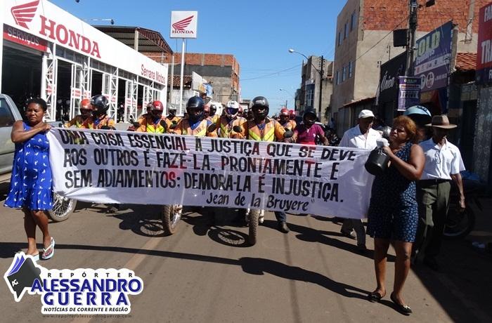 Mototaxistas fazem buzinaço e cobram justiça por morte de colega
